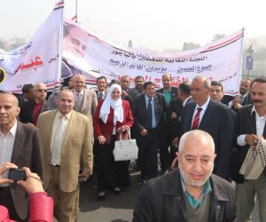 مسيرة لمعلمي المنوفية على كوبري قصر النيل لدعم السيسي في الانتخابات (صور)