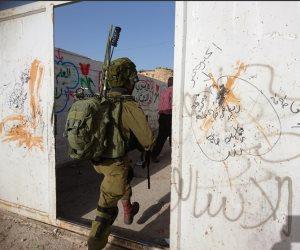 قوات الاحتلال الإسرائيلي تستهدف المزارعين في غزة وتقتحم مدرسة بالخليل