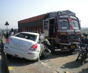 إصابة 20 مواطنا في حادث تصادم سيارتين بالبحيرة