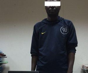 ضبط أفريقي ينتحل صفة دبلوماسي للنصب على المواطنين عبر الإنترنت