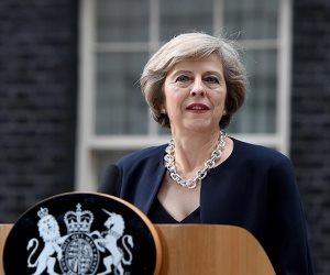 رئيسة وزراء بريطانيا: لاجئو «جيل ويندراش» بريطانيون