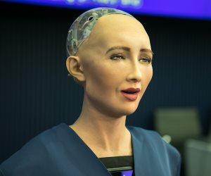 الروبوت صوفيا في منتدى شباب العالم.. تعرف عليه في نقاط (فيديو)