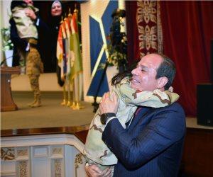 الرئيس السيسي يوفي بوعده لأبناء الشهداء ويصلي معهم العيد في «المشير طنطاوي»