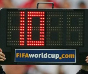 لافتة التبديل كابوس النجوم.. أشهر اعتراضات لاعبي الكرة خلال المباريات (فيديو)