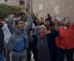 أهالى الإسكندرية من مكان التفجير: هننزل الانتخابات يعني هننزل وتحيا مصر (فيديو)