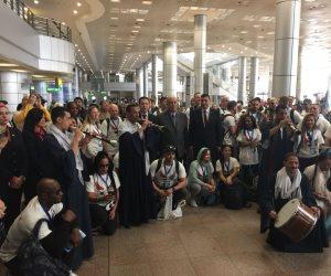 استقبال حافل لوفد الشرطة الأمريكية برفقة أسرهم لتفقد المعالم السياحية بمطار القاهرة