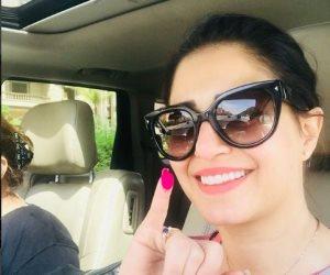 منة فضالي تدلي بصوتها في أكتوبر.. وتدعو المصريين للمشاركة بالانتخابات (فيديو وصور)