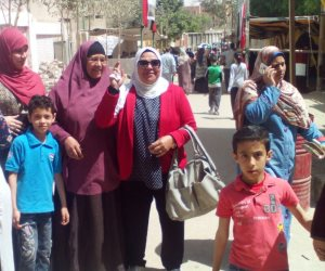 حضور مكثف للسيدات في أول ساعات ثالث أيام التصويت في لجان حلوان (صور)