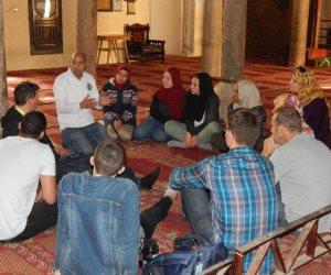أمريكيون يشاركون في صناعة المخبوزات والسجاد ويتجولون بشوارع وأسواق كفر الشيخ (صور)