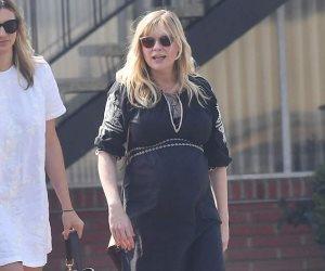 أناقة «كرستين دانست» أثناء توجهها إلى الكنيسة في لوس أنجلوس (صور وفيديو)