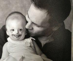 طفلة مصابة باضطراب نادر يشهر بها على «توتير» للمطالبة بالإجهاض الإجبارى