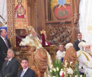 الكاتدرائية تفتح أنوارها مرة أخرى وتنهي تمثلية القيامة (صور)
