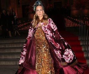 سارة جيسيكا باركر تسرق الأضواء على السجادة الحمراء لـ«Dolce & Gabbana» في نيويورك (صور)