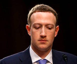 هل يكون مارك زوكربيرج كبش الفداء لإنقاذ «فيسبوك» من خسائرها المتتالية؟