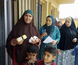 افتتاح وحدة صحية بقرية الثمانين واجراء الكشف الطبي على 200 مريضا (صور)