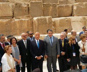 في أحضان عجائب الدنيا.. رئيس البرتغال يزور الأهرامات وبصحبته وزير الأثار (صور)