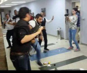 ضرب مبرح وتكسير.. بودي جارد تامر حسني يفسدون حفل جامعة بدر