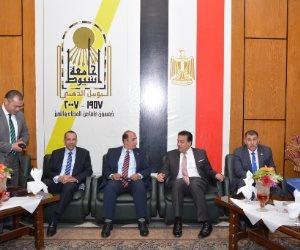وزير التعليم العالي في أسيوط لوضع حجر أساس مستشفي 2020 و عيدالعلم (صور)