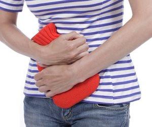 4 خطوات لتقليل خطر الإصابة بعدوى المسالك البولية.. منها أكل التوت البرى