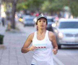 سيدة تتغلب على إصابتها بورم العمود الفقري وتفوز بماراثون بوسطن