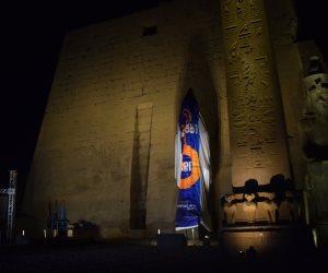 بعد قليل.. تمثال الملك رمسيس الثاني بمعبد الأقصر يستعد للافتتاح في حفل عالمي (صور)