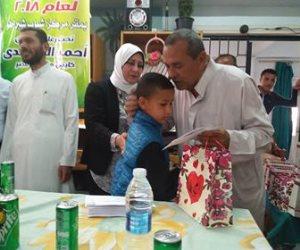 أحمد المحمدي يوزع مبالغ نقدية وهدايا عينية على 40 يتيما فى بسيون (صور)