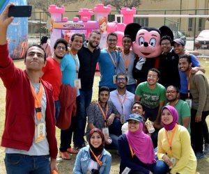 شباب هندسة الإسكندرية يحتفلون بيوم اليتيم على طريقتهم الخاصة.. لعب وأغانى وهدايا