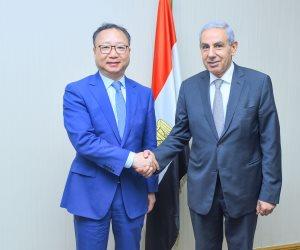 وزير التجارة يبحث مع 50 من رؤساء كبرى شركات النسيج الصينية فرص الاستثمار فى مصر