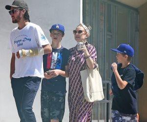 كيت هدسون تتألق بفستان حمل بنزهة فى لوس أنجلوس (صور)