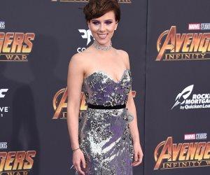 """""""سكارليت جوهانسون"""" بإطلالة فضية تضئ العرض الأول لـ"""" Avenger: Infinity War"""" (صور وفيديو)"""