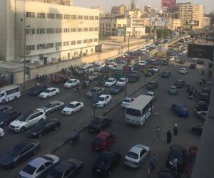 توقف حركة المرور أعلى كوبرى أكتوبر بسبب مشاجرة بين سائقين (صور)