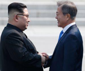 """""""كيم"""" يعبر إلى حدود كوريا الشمالية بعد انتهاء الجلسة الأولى من القمة التاريخية"""