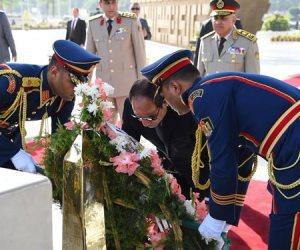 السيسي يضع أكليل من الزهور على قبر الجندي المجهول بمناسبة تحرير سيناء