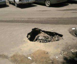 """إصلاح هبوط أرضي في شارع """"ابن سندر"""" بحى الزيتون (صور)"""