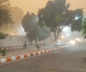 غلق طريق أسوان الصحراوي وادفو _ مرسي علم بعد وصول العاصفة الترابية (صور)