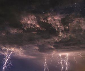 ويسبح الرعد بحمده..هل تحرك الملائكة الأمطار ؟