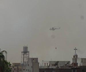 طائرة عسكرية تشارك فى إخماد حريق مصنع سكر كوم أمبو (صور)