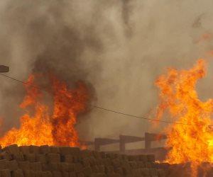 محافظ أسوان يصل موقع حريق مصنع الأخشاب في كوم أمبو (صور)