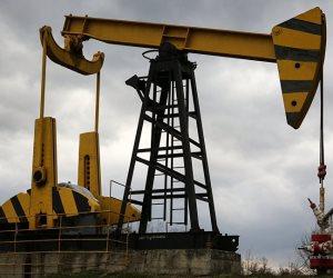 مخاوف سياسية ترفع النفط والإمدادات الأمريكية تحد من المكاسب