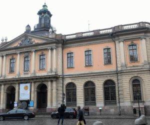 يا خبر بفلوس.. الأكاديمية السويدية تكتفي بحجب جائزة نوبل وتتستر على الفضائح الجنسية