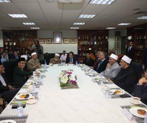 الإمام الأكبر يزور مدرسة الجنيد الإسلامية ويلتقي خريجي الأزهر في سنغافورة