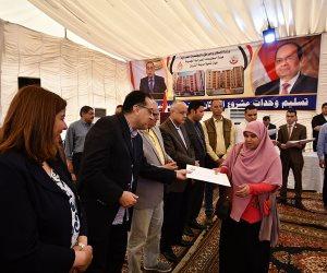 وزير الإسكان يسلم عقود 4416 وحدة إسكان اجتماعى بمدينة الشروق (صور)