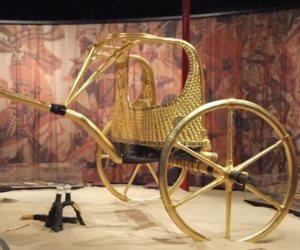 50 قناة تليفزيونية ترافق «العجلة الحربية» لتوت عنخ آمون للمتحف الكبير
