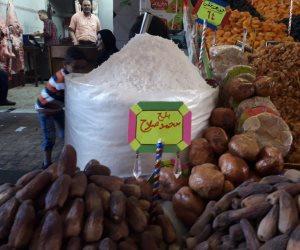 محمد صلاح ينافس «ميسي» و«رونالدو» على ياميش رمضان بالإسكندرية (صور)