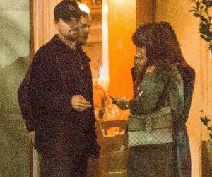 ليوناردو دي كابريو يعانق صديقته كاميلا موروني في لوس أنجلوس (صور وفيديو)