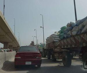 حملات توعية من رجال المرور وتوزيع كتيبات على سائقى السيارات