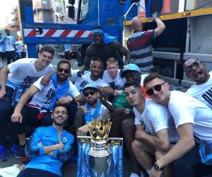 كيف احتفل مانشستر سيتي بلقب الدوري الإنجليزي؟ (صور)