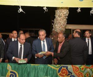وزير التموين ومحافظ الإسكندرية يتفقدا منفذ بيع السلع التموينة بالعطارين (صور)