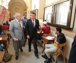 ماذا كان يفعل وزير التعليم العالي في جامعة القاهرة؟ (صور)