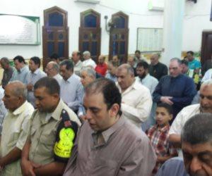 الآلالف يؤدون صلاة التراويح في أول ليالي شهر رمضان بكفر الشيخ (صور)